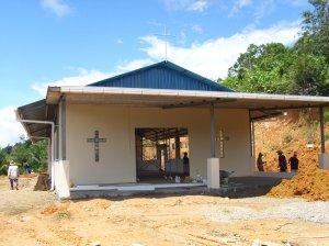SEDANG DIBINA... Chapel Katolik Ulu Kaong dibina dengan kerjasama semua penduduk untuk kegunaan ramai